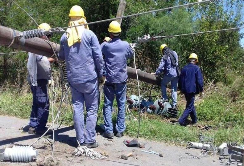 POSTES CAIDOS ELECTRICIDAD