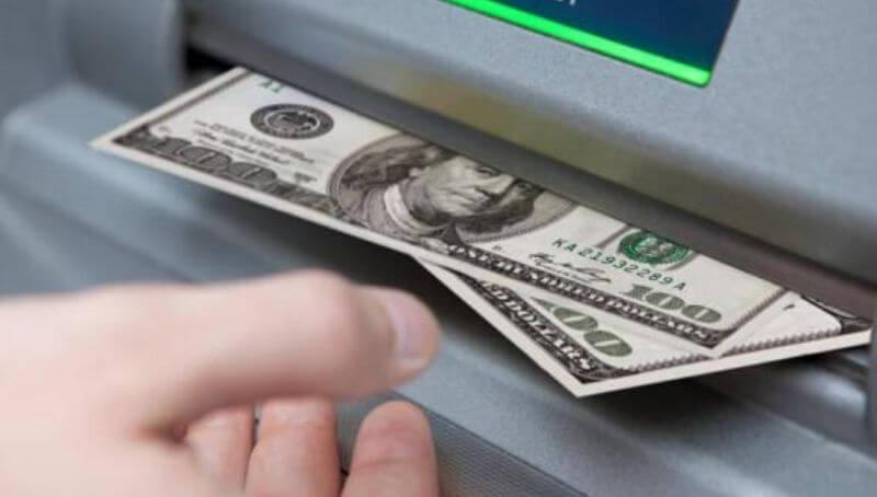 Retirar dólares en cajeros automáticos. Cajeros dónde se puede retirar dólares en efectivo Argentina