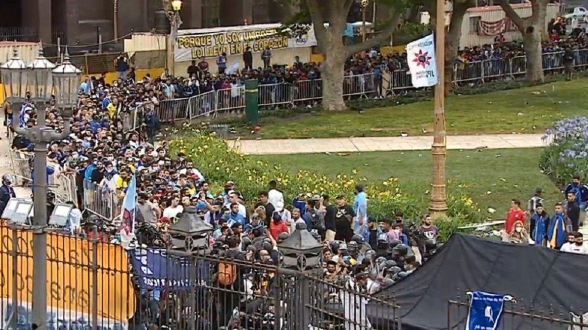 ᐈ Comenzó el velatorio público de Diego Maradona