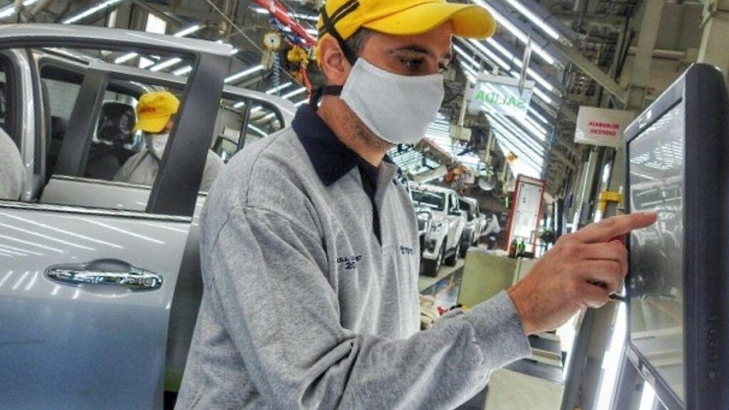ᐈ Toyota Empleos: en Zárate buscan 200 empleados con secundario completo ¡Y  no consiguen!